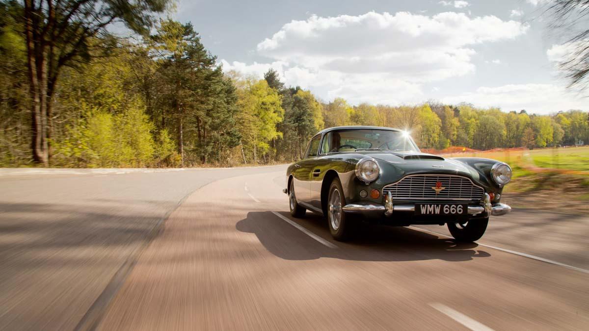 Aston-Martin-DB4-10