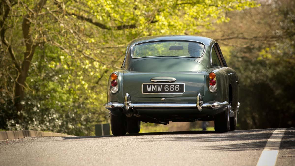 Aston-Martin-DB4-11