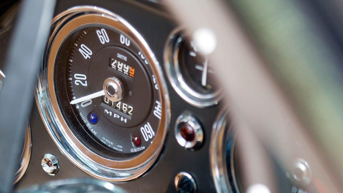 Aston-Martin-DB4-13
