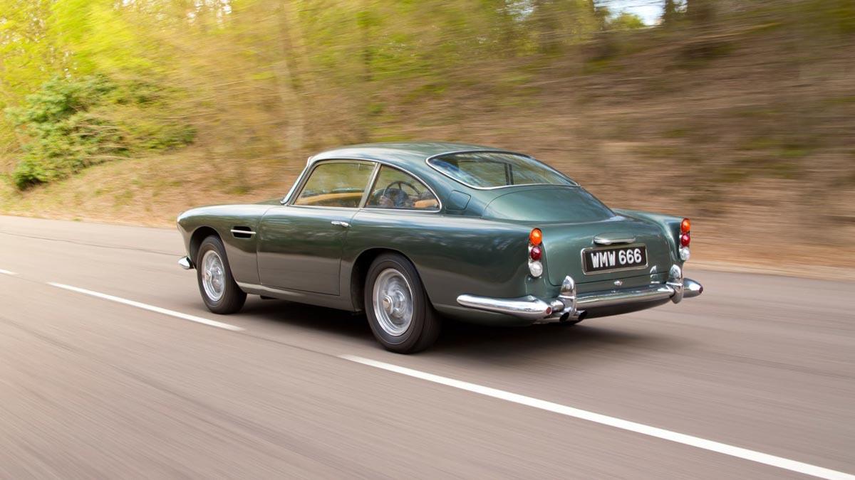 Aston-Martin-DB4-15