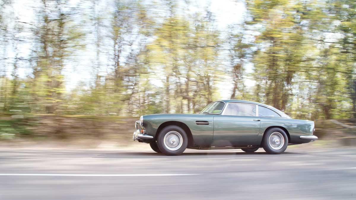 Aston-Martin-DB4-16