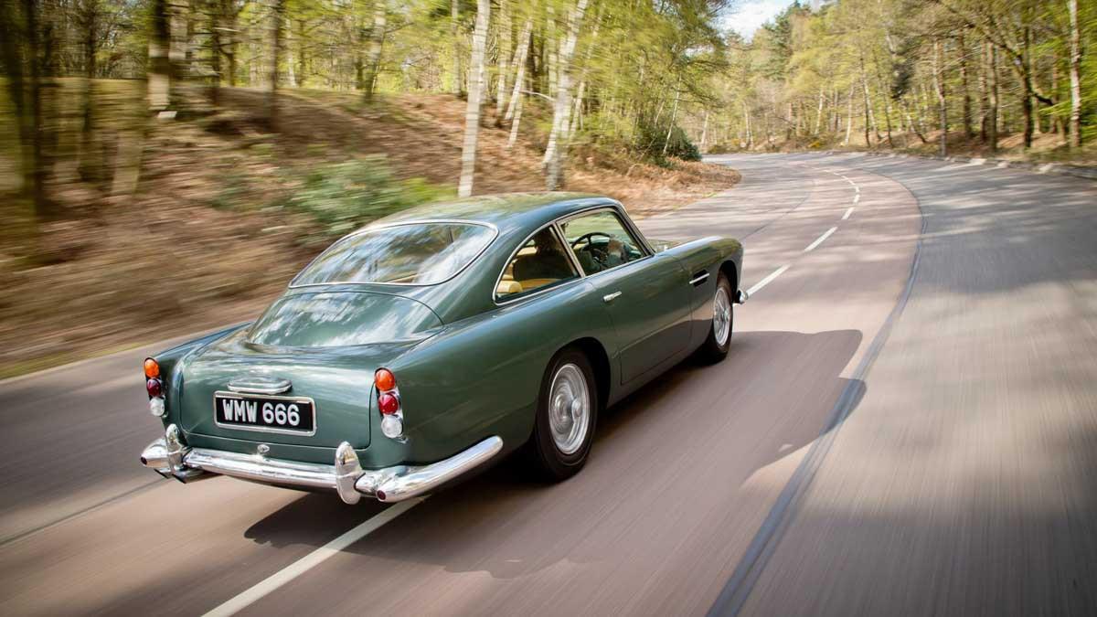 Aston-Martin-DB4-2