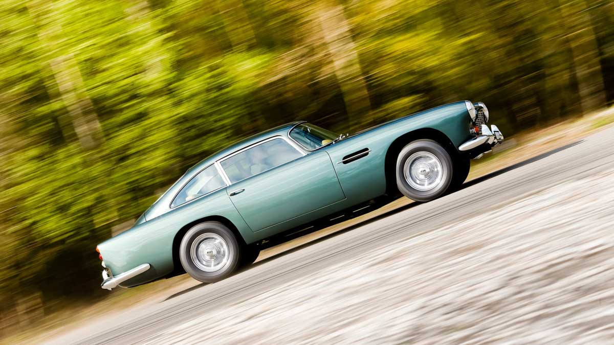 Aston-Martin-DB4-3