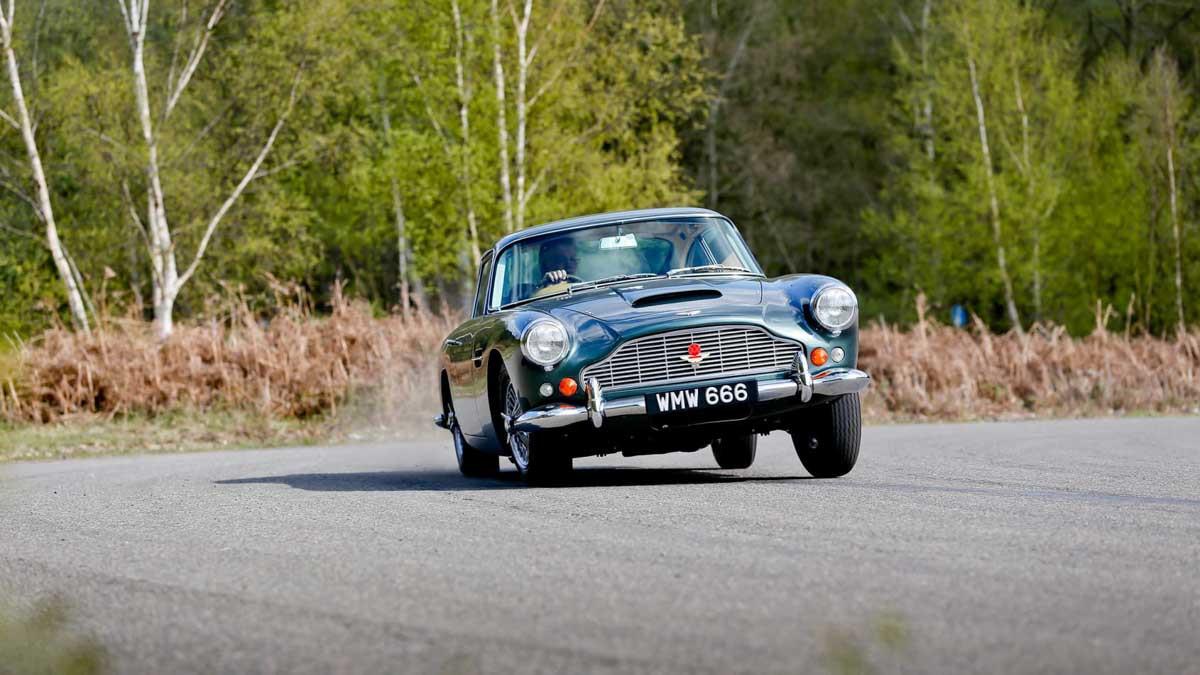Aston-Martin-DB4-4