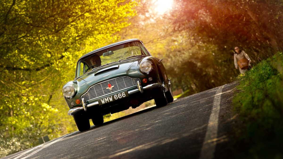 Aston-Martin-DB4-9