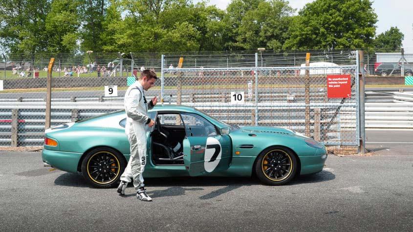 Aston-Martin-DB7-GT-1