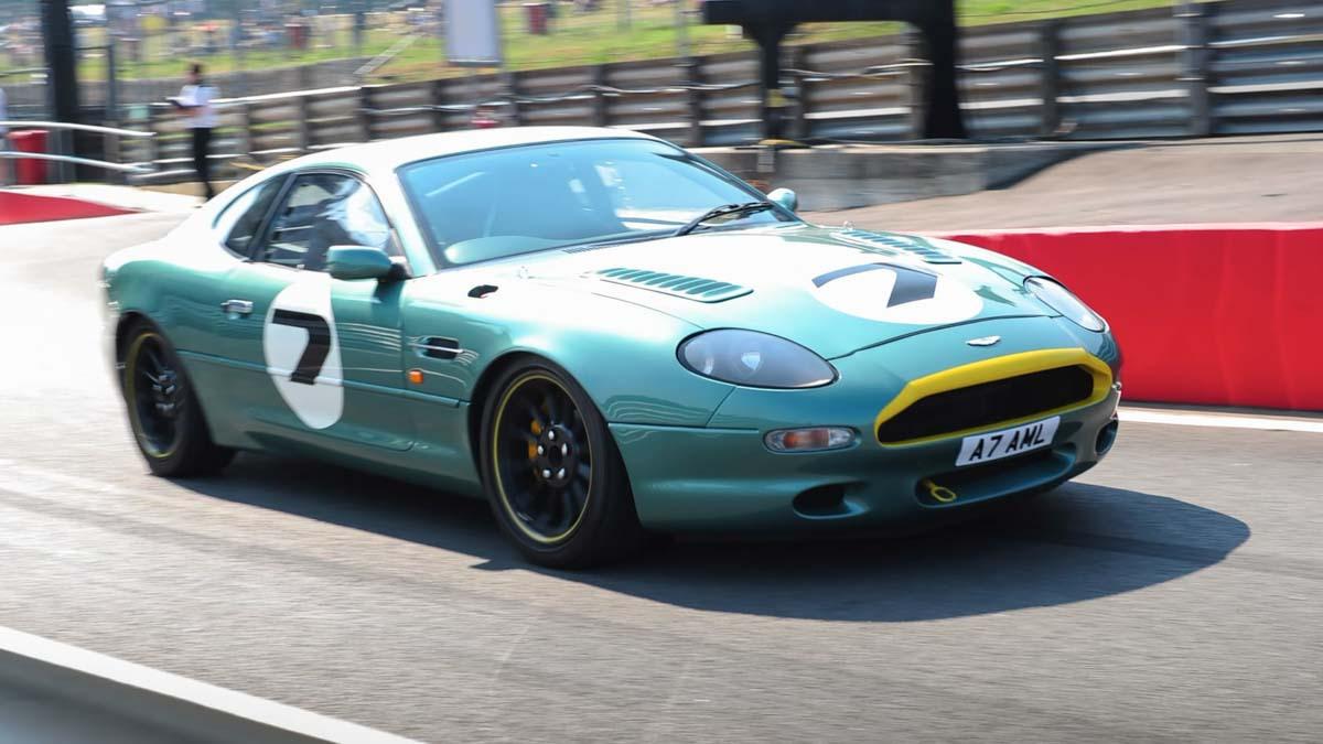 Aston-Martin-DB7-GT-2