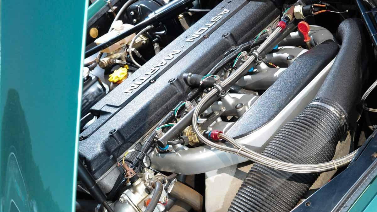 Aston-Martin-DB7-GT-7