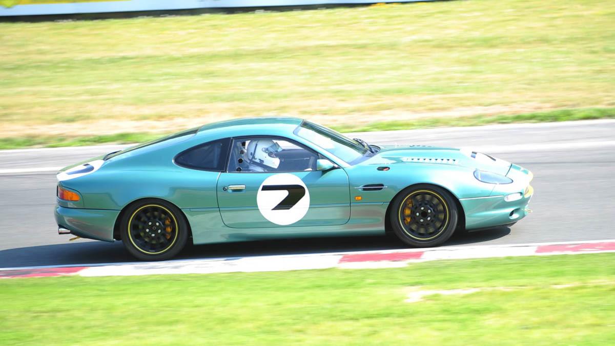 Aston-Martin-DB7-GT-8