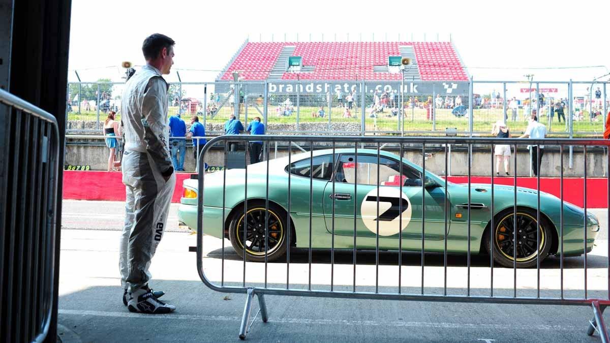 Aston-Martin-DB7-GT-9