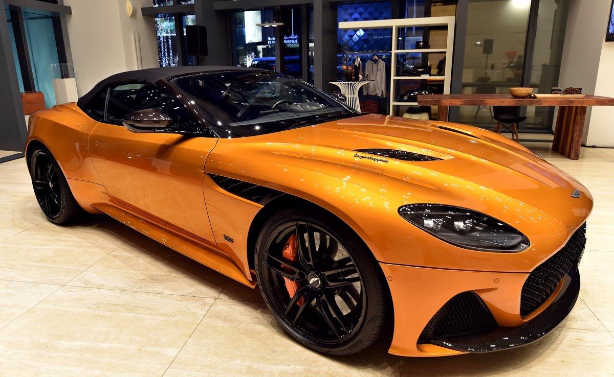 Aston-Martin-unveiled-the-DBS-Superleggera-Volante-1