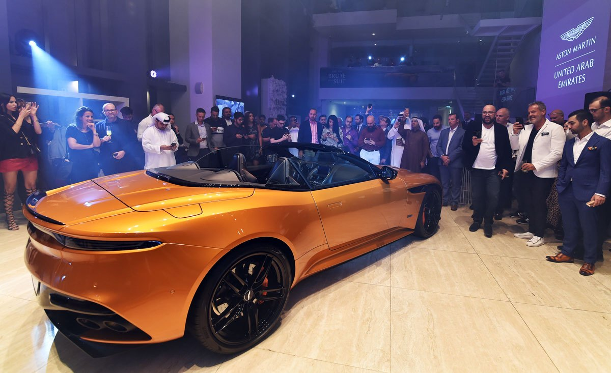 Aston-Martin-unveiled-the-DBS-Superleggera-Volante-3