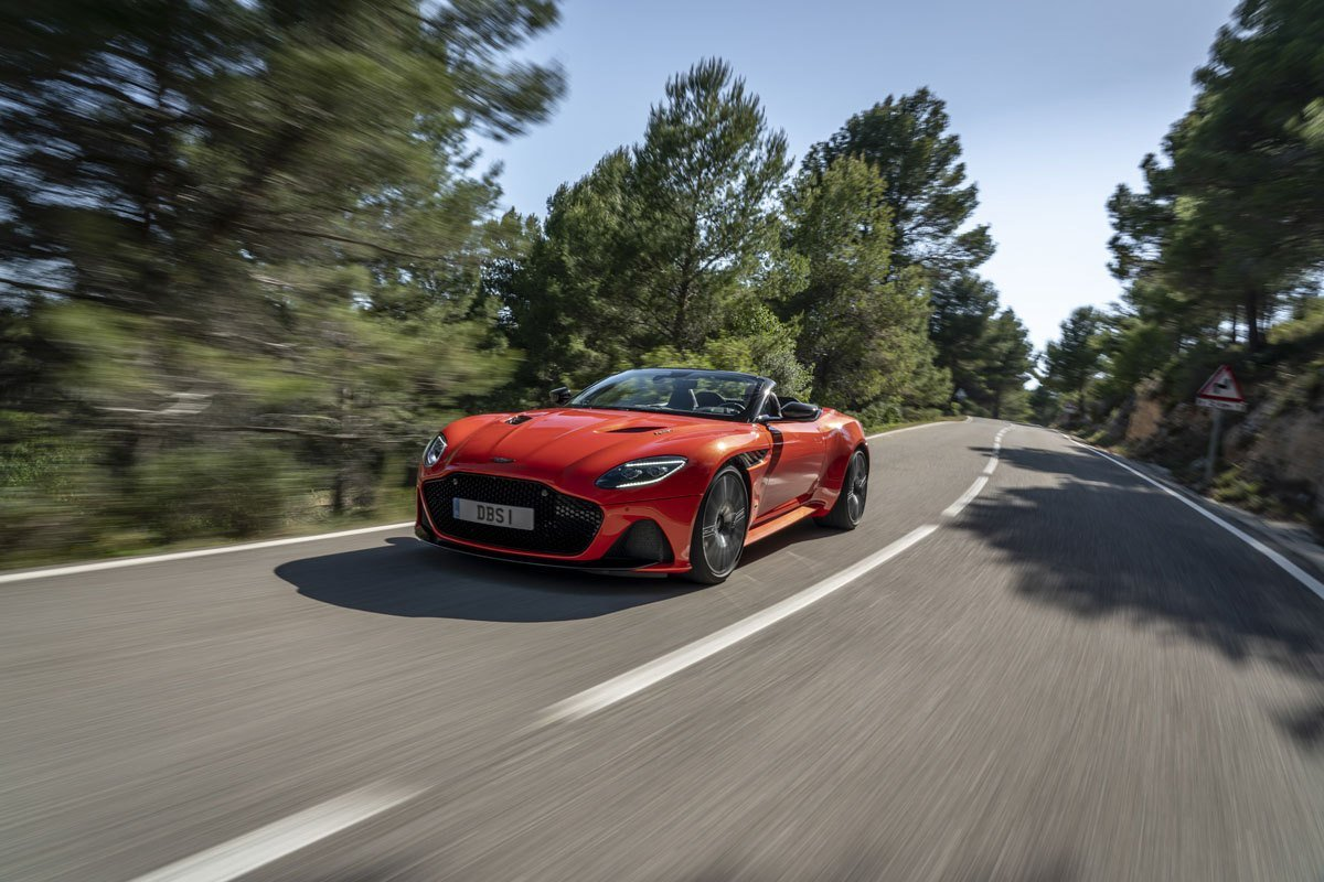 Aston-Martin-DBS-Superleggera-Volante-4