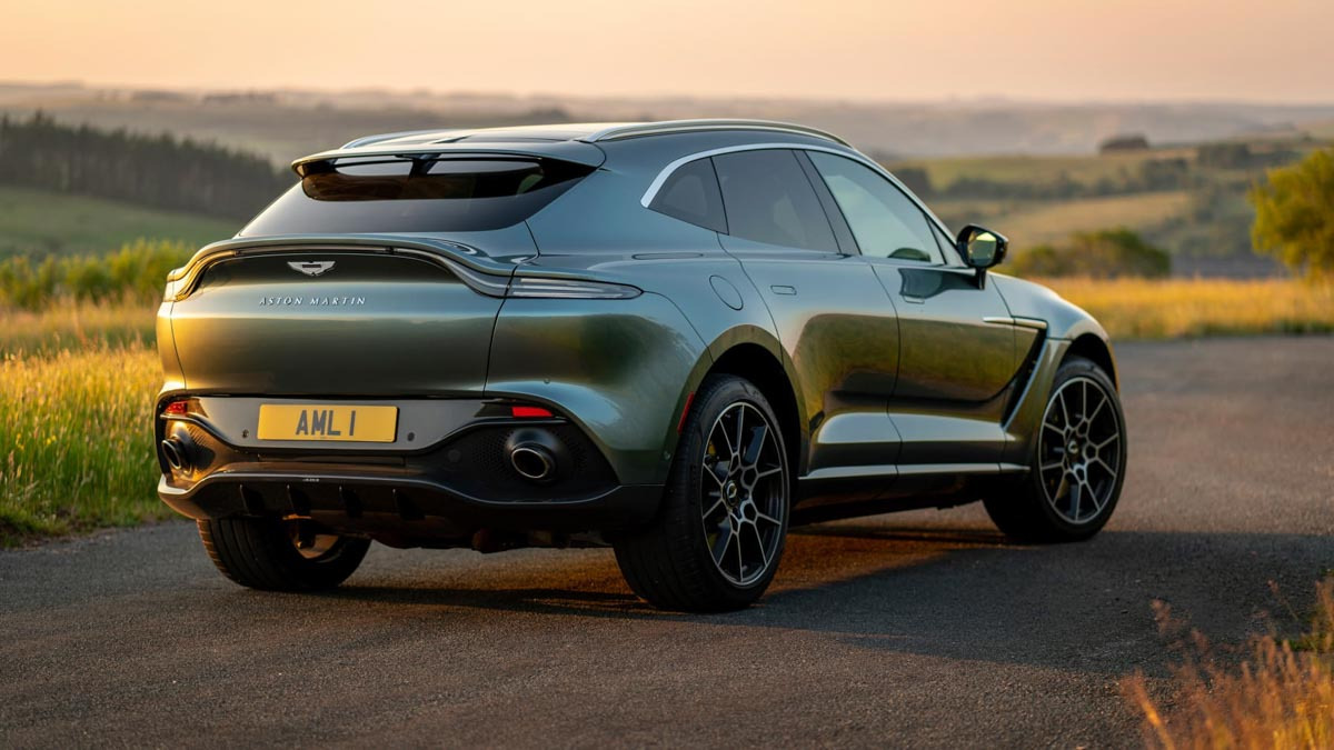 Aston-Martin-DBX-10