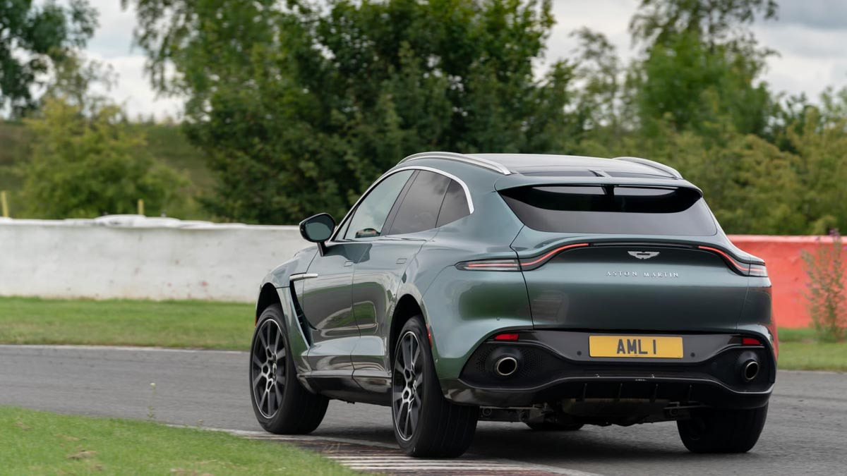 Aston-Martin-DBX-2