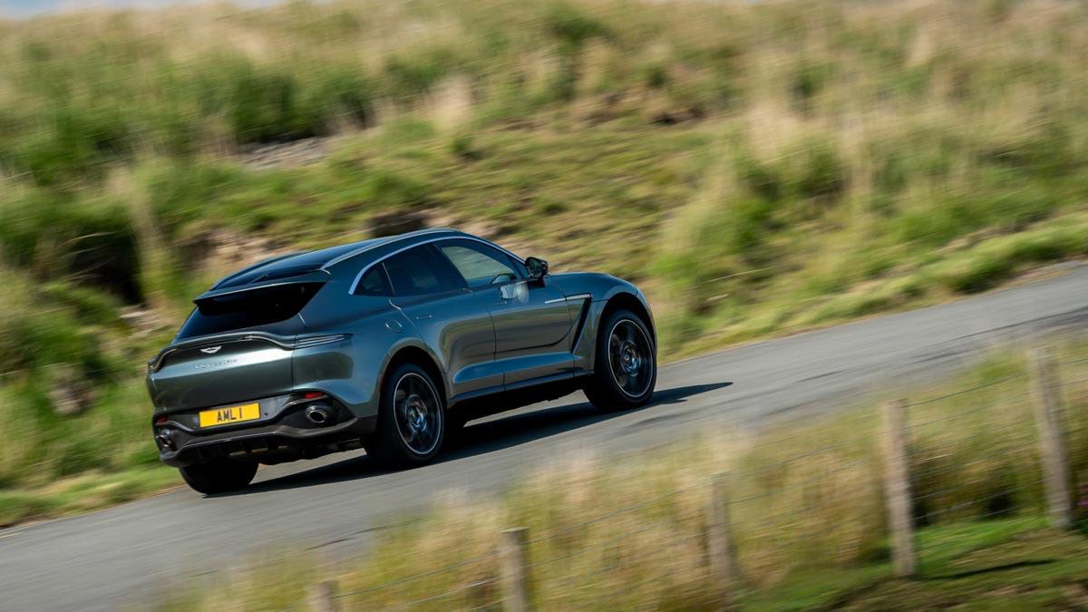 Aston-Martin-DBX-7