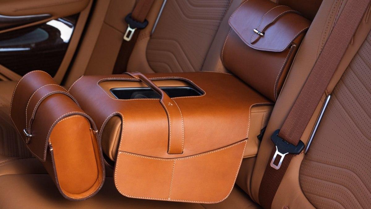 Aston-Martin-DBX-20