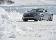 aston-martin-db9-on-ice-001