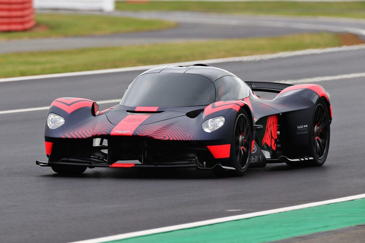 Aston-Martin-Valkyrie-Track-1