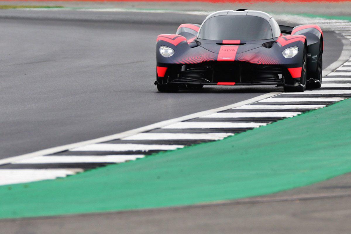 Aston-Martin-Valkyrie-Track-3