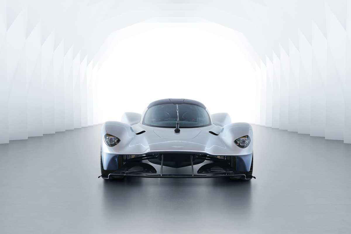 Aston-Martin-Valkyrie-Track-4