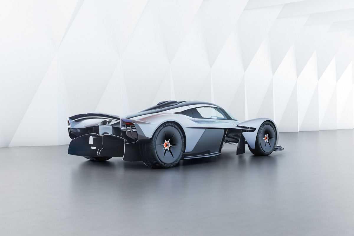 Aston-Martin-Valkyrie-Track-9