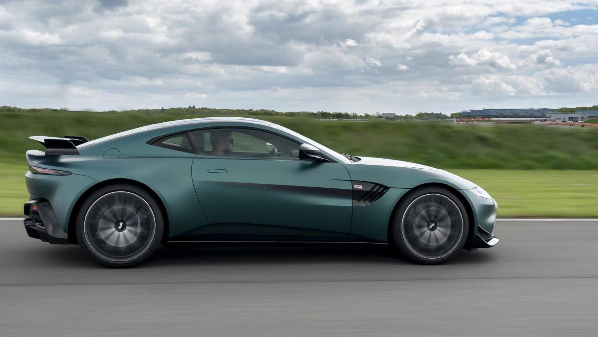 Aston-Martin-Vantage-F1-Edition-11