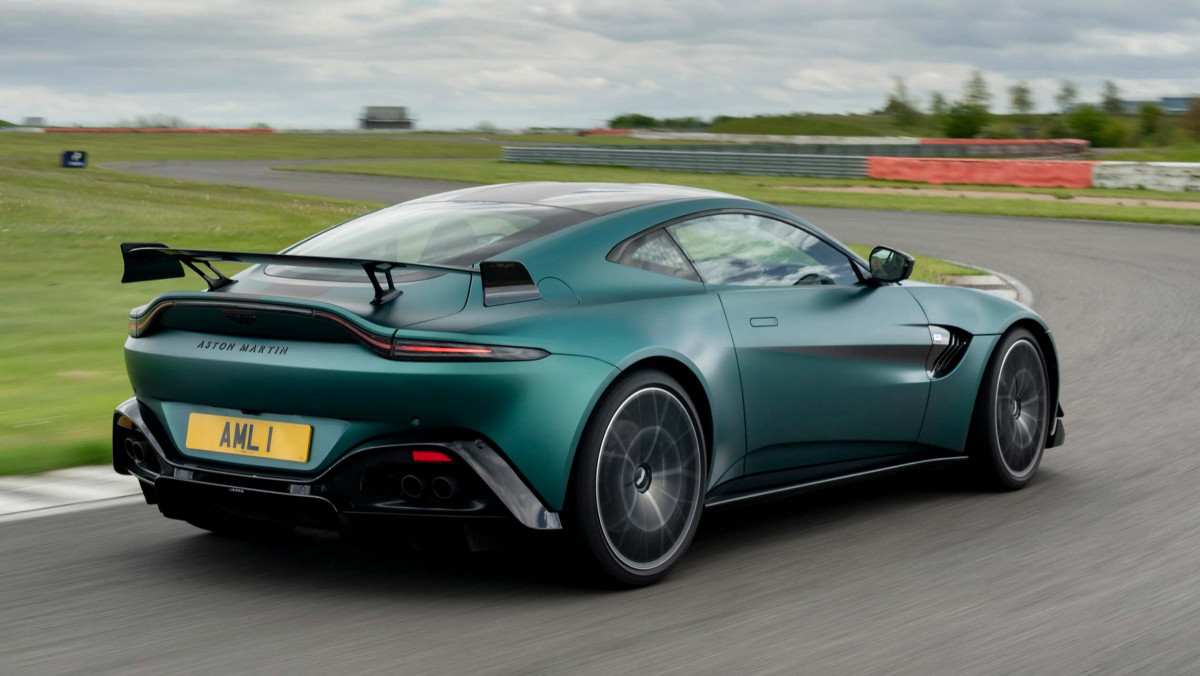 Aston-Martin-Vantage-F1-Edition-13