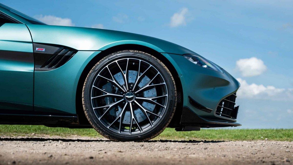 Aston-Martin-Vantage-F1-Edition-4