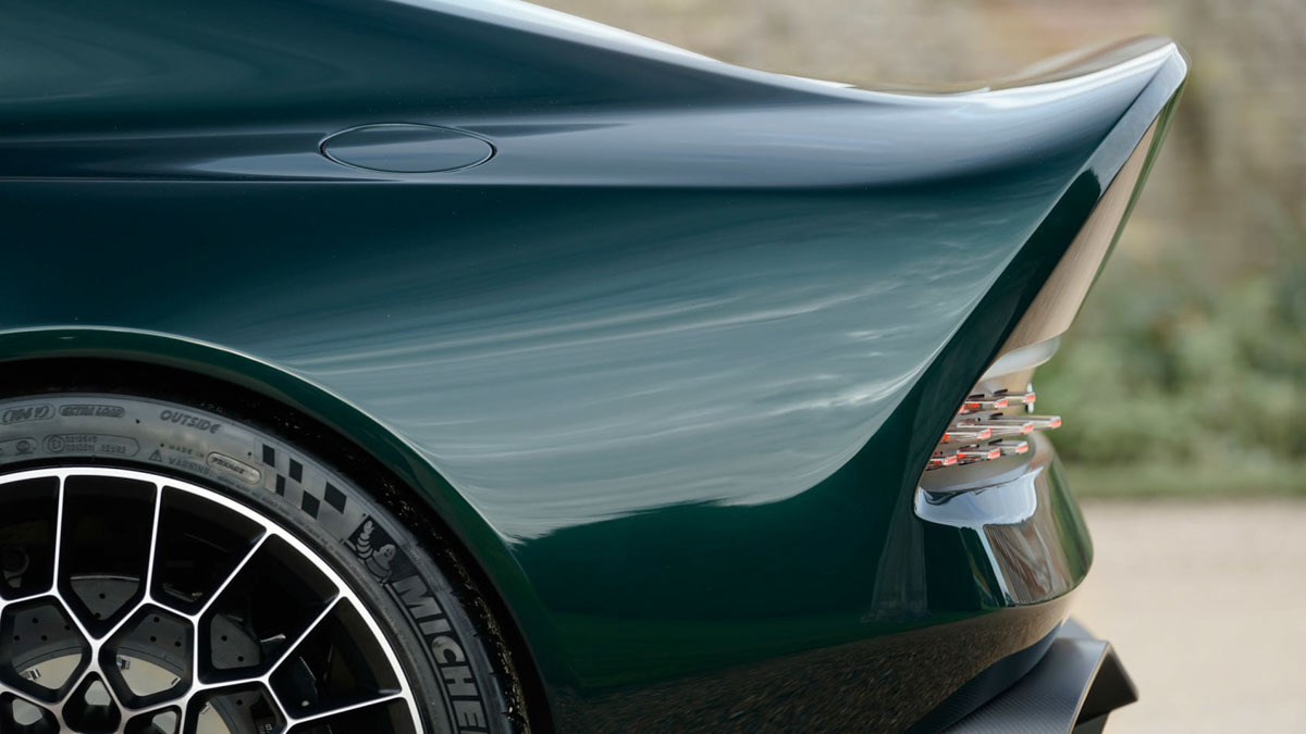 Aston-Martin-Victor-16