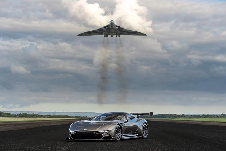Aston Martin Vulcan vs Vulcan XH558-01