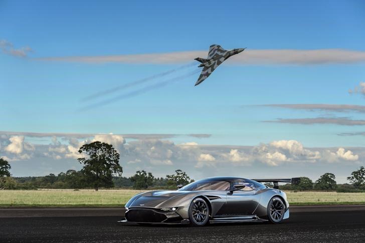 Aston Martin Vulcan vs Vulcan XH558-03