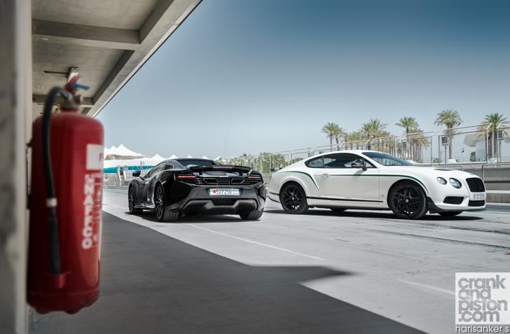 Bentley GT3-R vs McLaren 650S Spider-02