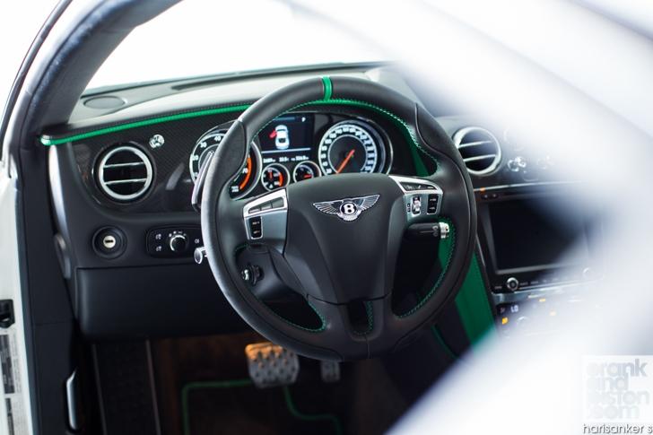 Bentley GT3-R vs McLaren 650S Spider-06