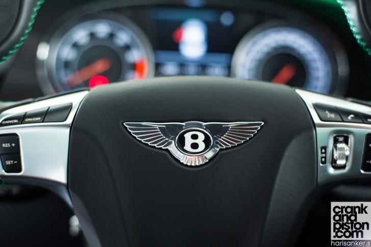 Bentley GT3-R vs McLaren 650S Spider-08