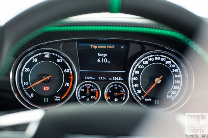 Bentley GT3-R vs McLaren 650S Spider-09