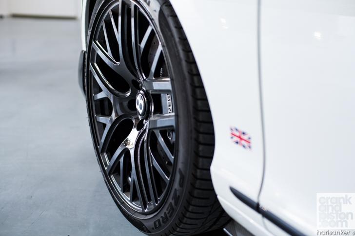Bentley GT3-R vs McLaren 650S Spider-19