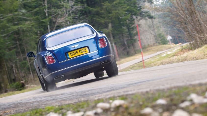 Bentley's-6.75-litre-V8-engine-1