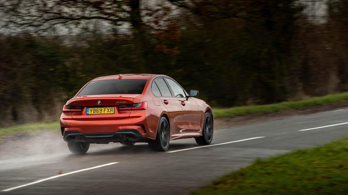 BMW-M340i-xDrive-saloon-4