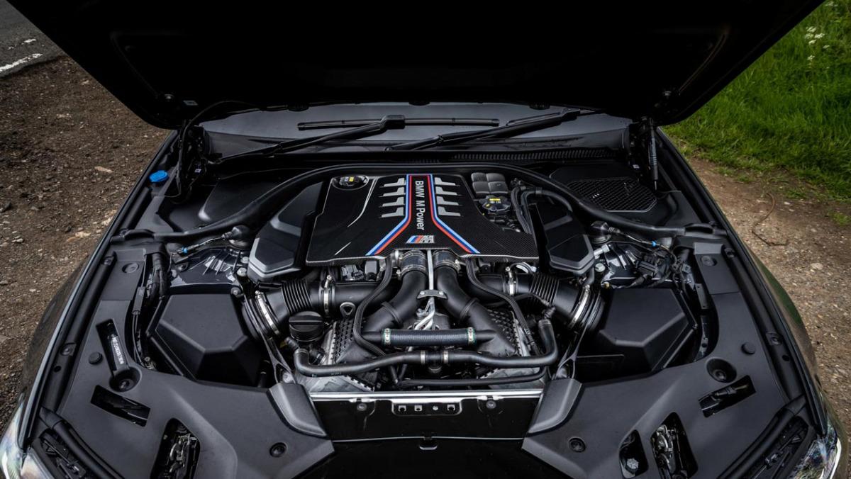 BMW-M5-CS-2021-13