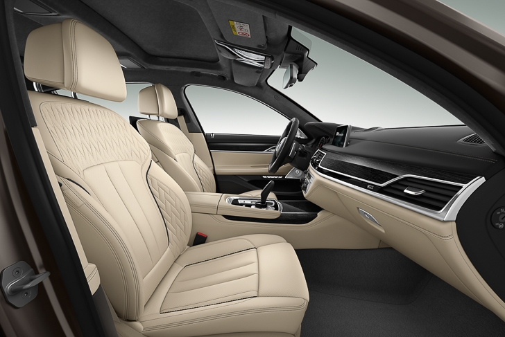 BMW M760Li xDrive 12