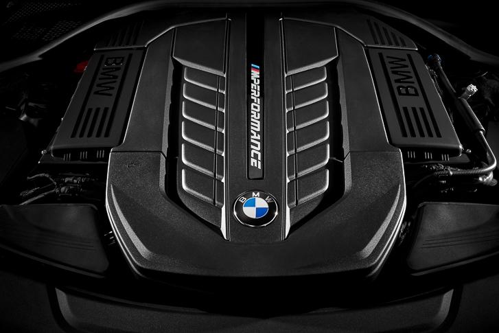 BMW M760Li xDrive 10