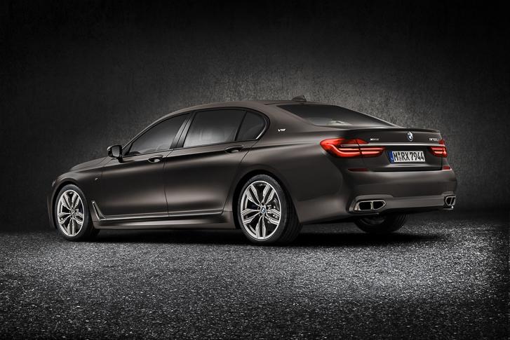 BMW M760Li xDrive 04