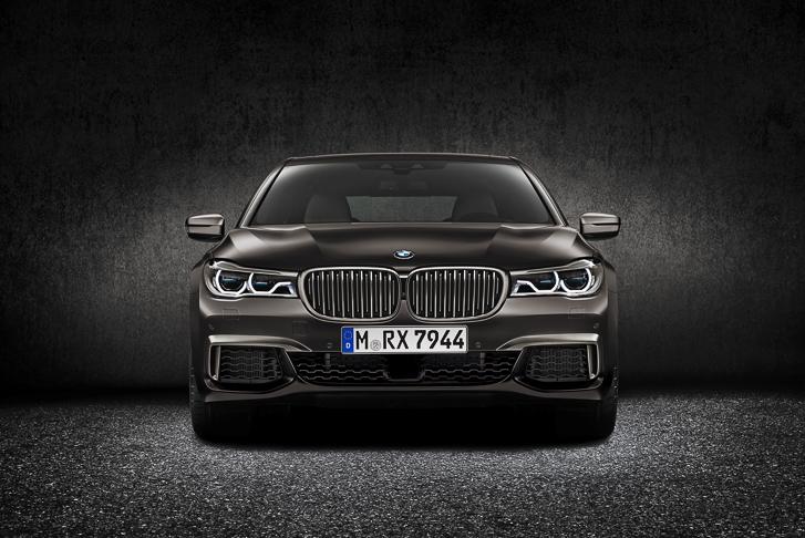 BMW M760Li xDrive 02