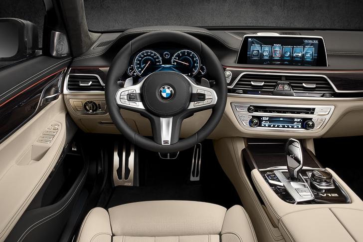 BMW M760Li xDrive 11