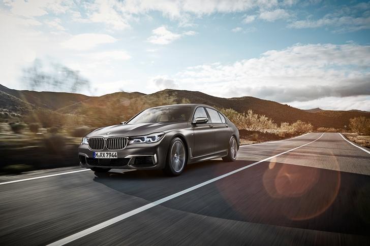 BMW M760Li xDrive 17