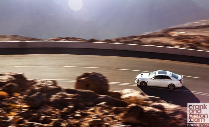 Cadillac CTS-V vs Dodge Charger SRT Hellcat crankandpiston-4