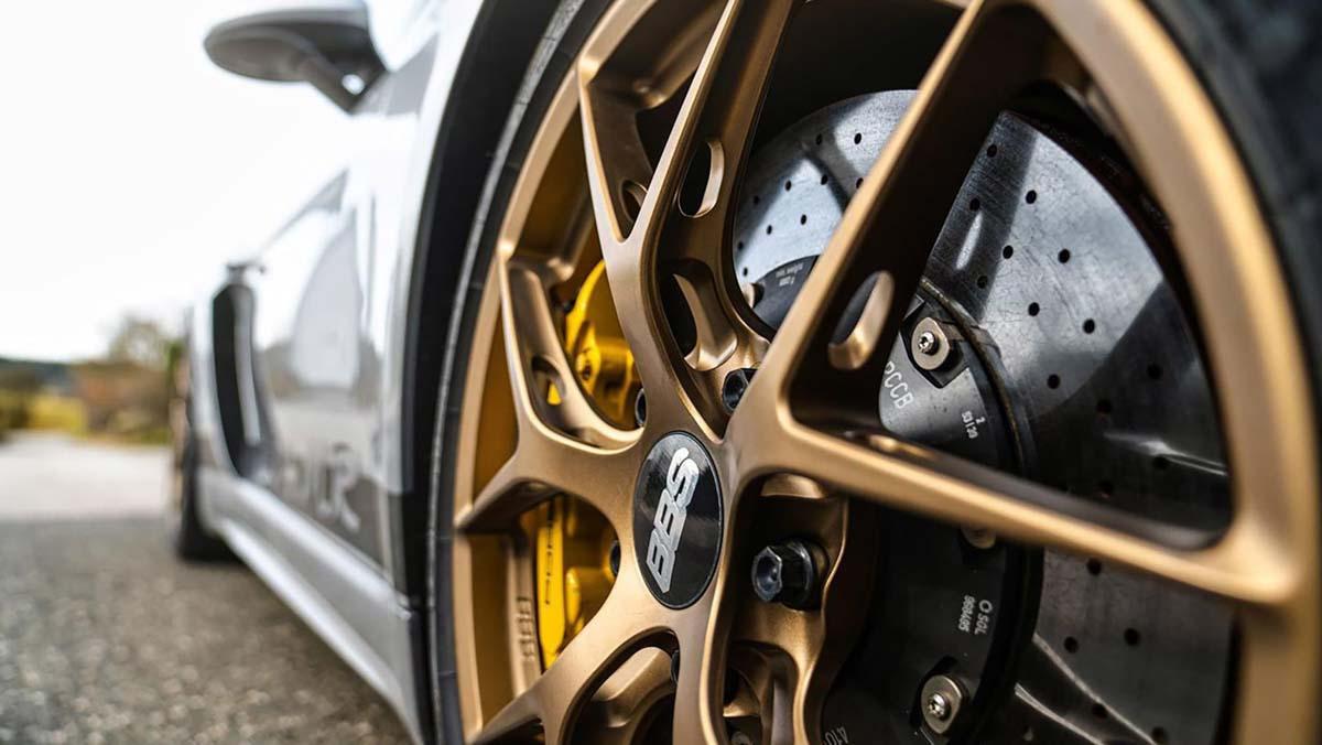 Porsche-718-Cayman-GT4-MR-4