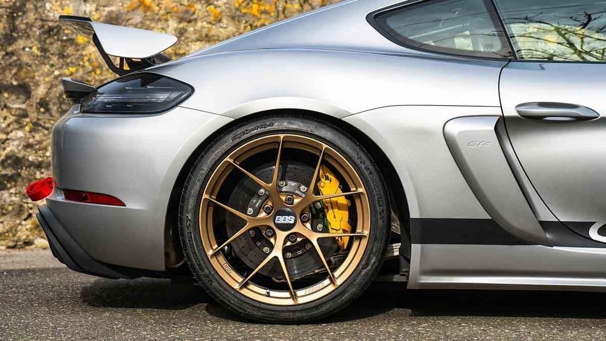Porsche-718-Cayman-GT4-MR-5