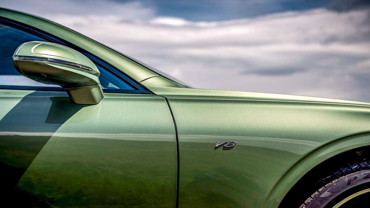 Continental-GT-v-Vantage-7
